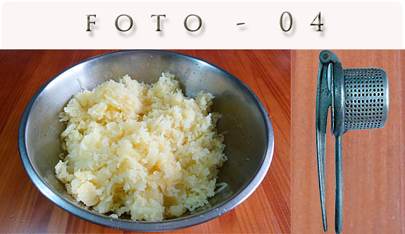 Batatas para a receita de torta de frango